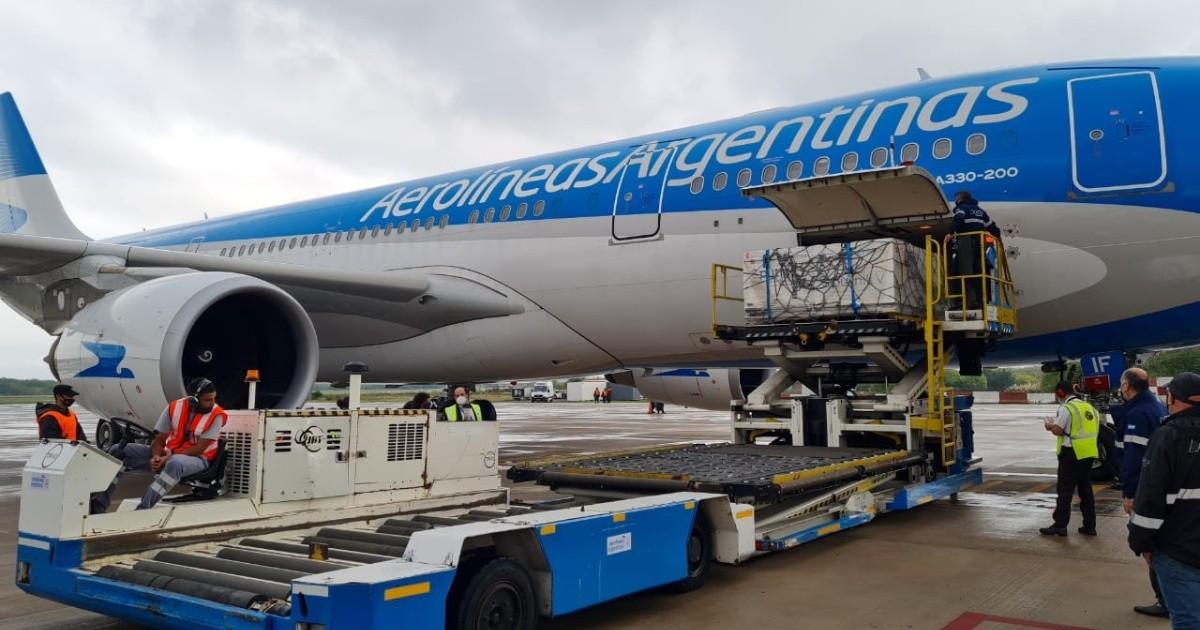 Coronavirus: partió hacia Buenos Aires el décimo vuelo de Aerolíneas que traerá más dosis de vacunas Sputnik V