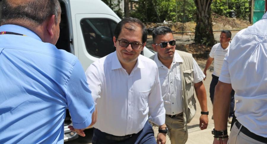 Tras ser absuelto por su viaje a San Andrés, fiscal Barbosa ahora se va de gira a EE. UU.