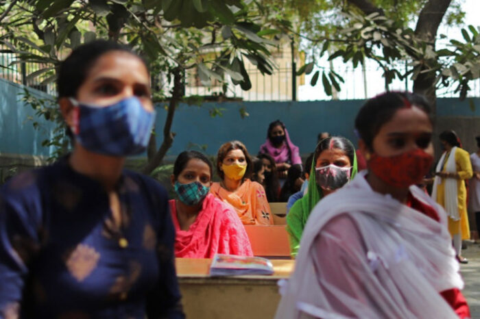 """Encuentran en India una """"variante doble mutante"""" del coronavirus"""