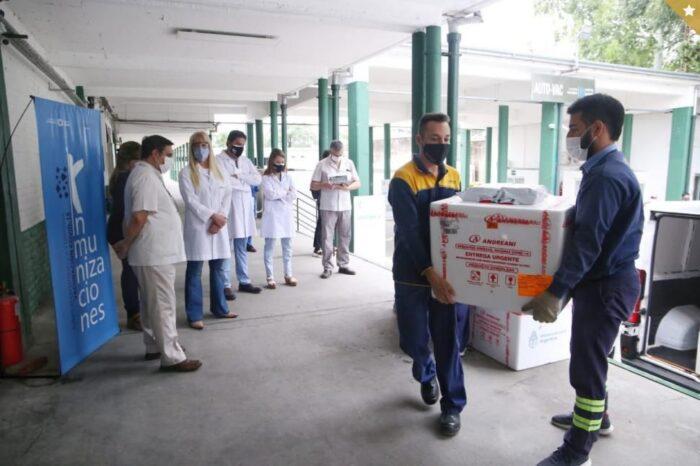 Chahla defiende la vacunación de choferes, periodistas, secretarias y mozos del Ministerio