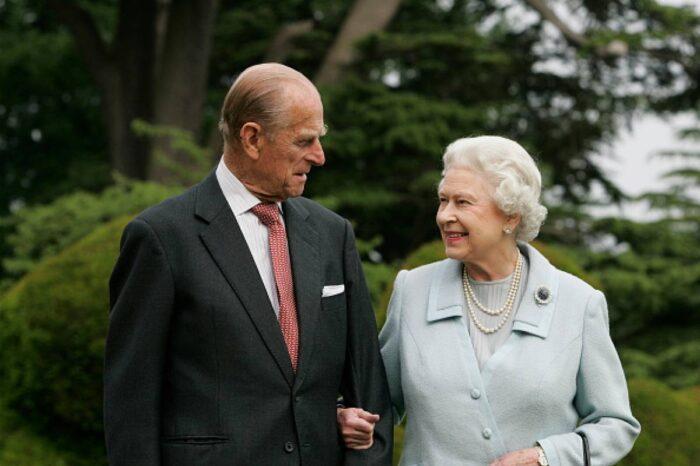 Príncipe Felipe se somete a cirugía cardíaca y permanecerá hospitalizado varios días