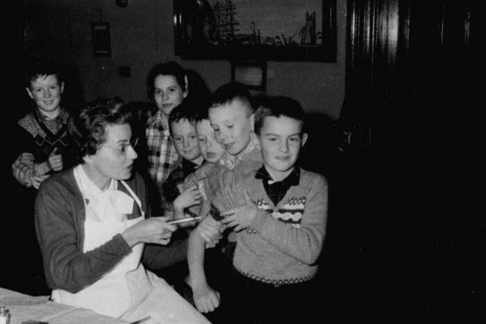El robo de miles de vacunas contra la polio en 1959 que podría servirnos hoy