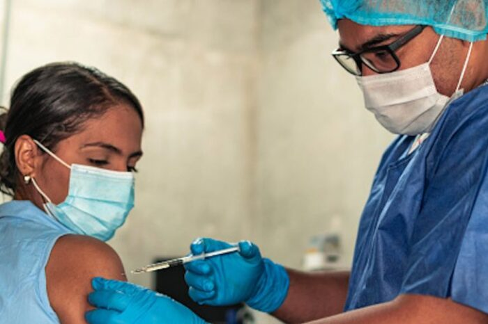 Minsalud cambia las reglas para distribución de vacunas de COVID-19 en Colombia
