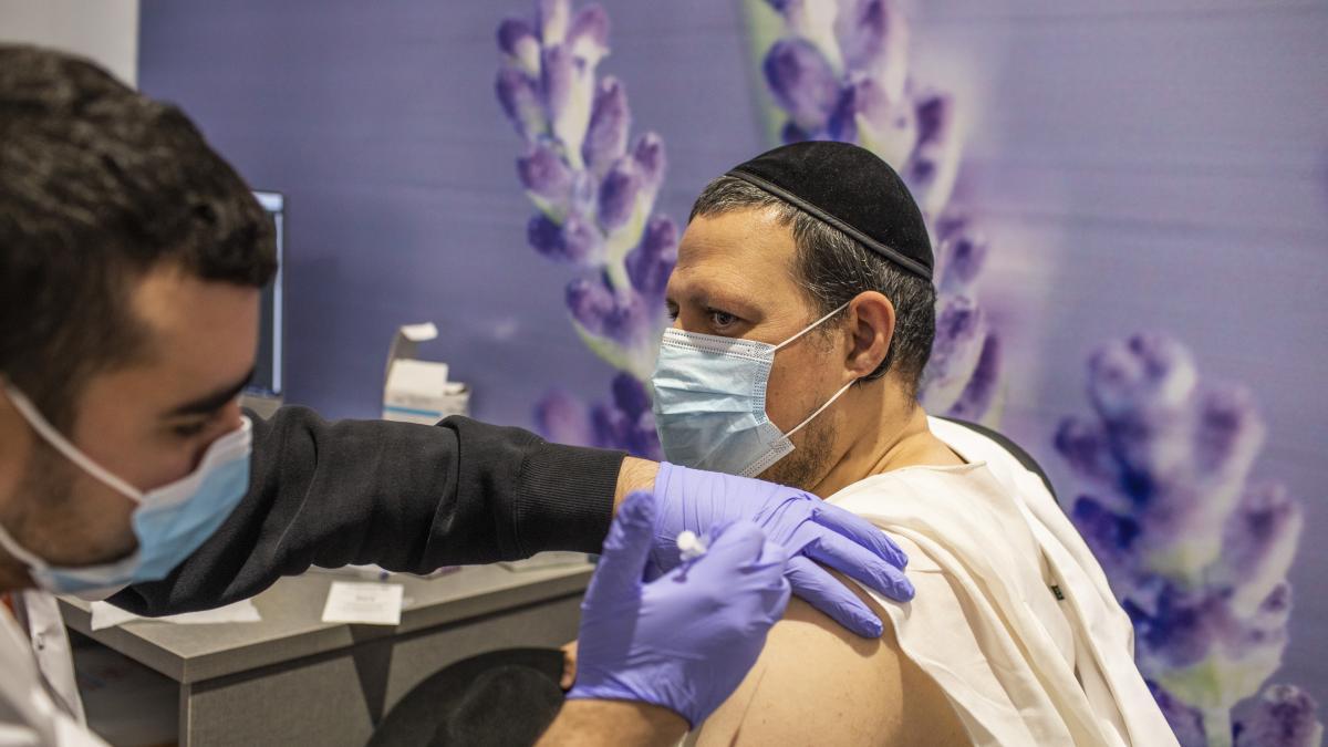 Israel mantendrá las medidas anticovid pese a la vacunación masiva de su población