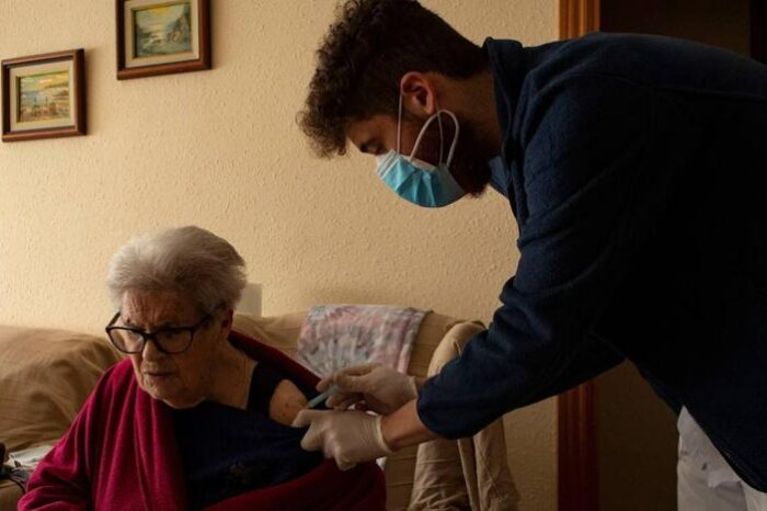 Sanidad notifica 11.958 nuevos contagios y 298 muertos