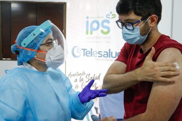 Manizales vacunó entre sábado y domingo más personal de salud del que esperaba