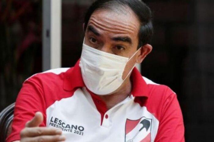 """Candidato a presidente de Perú quiere tratar el coronavirus """"con sal y aguardiente"""""""
