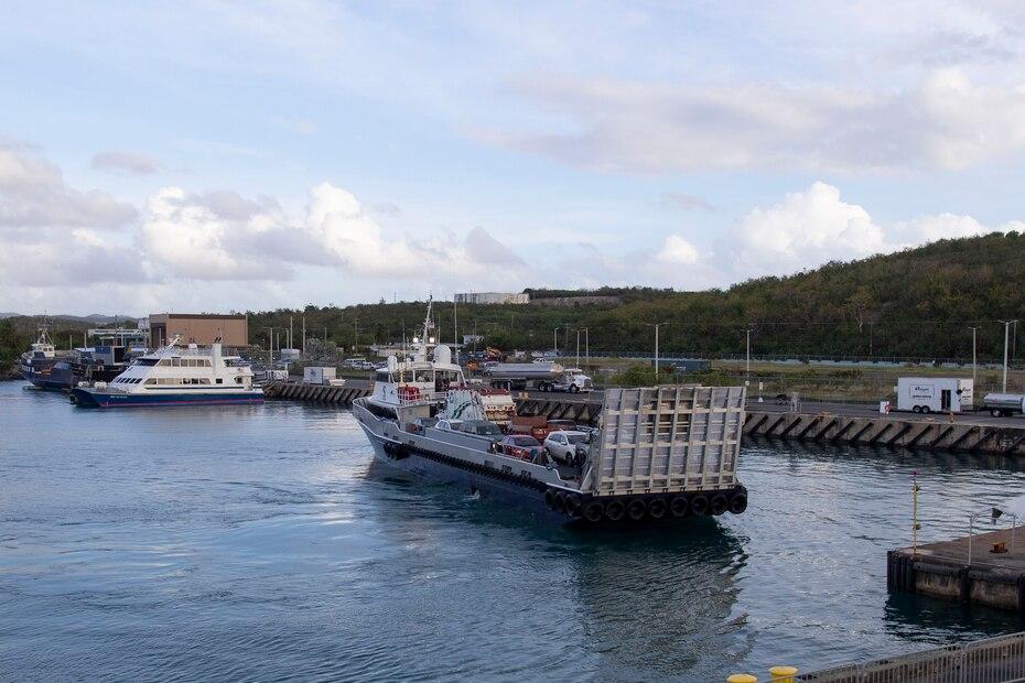 Junto con el ferry de pasajeros, una segunda embarcación realizó el viaje con vehículos en su zona de carga.