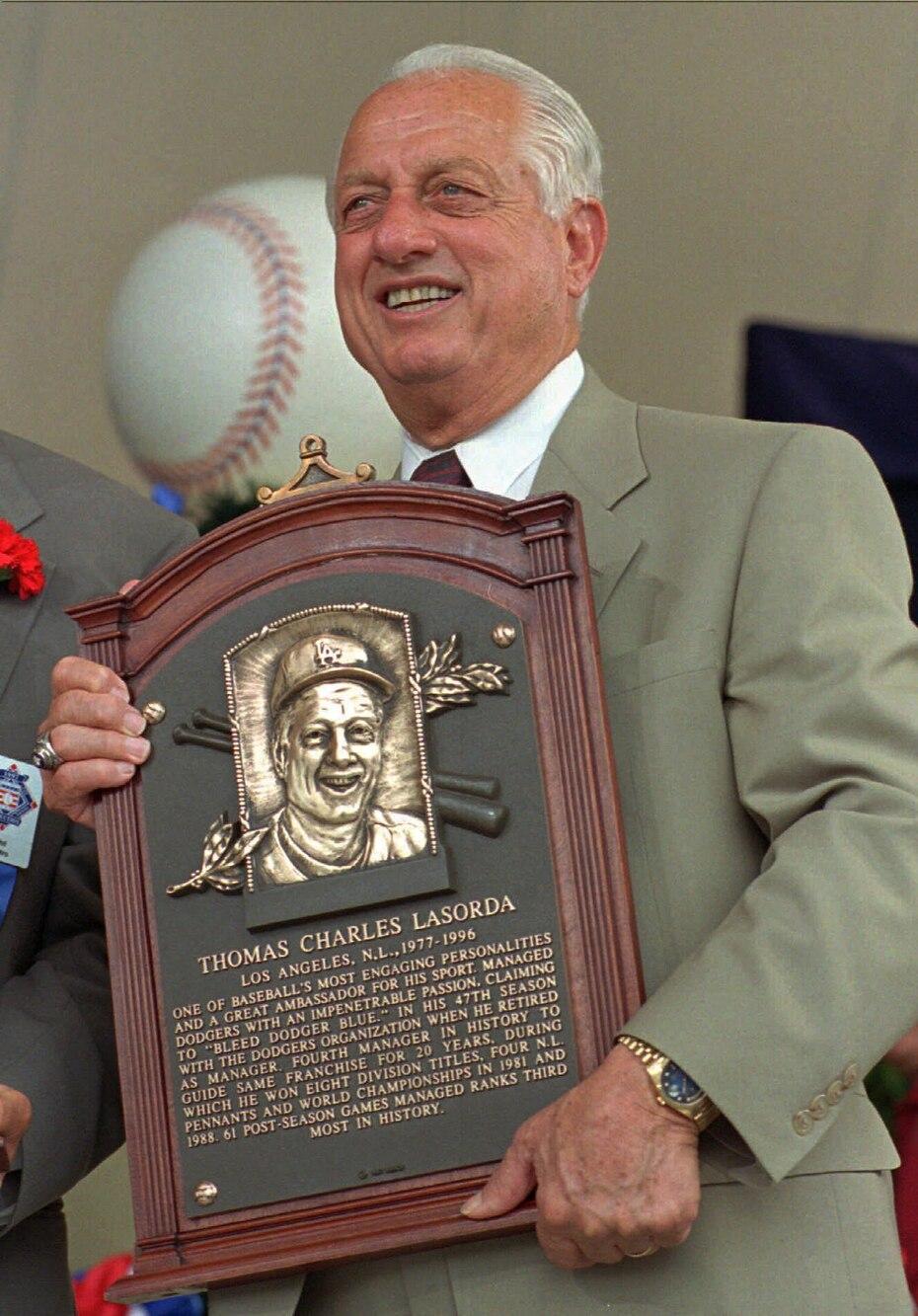 Lasorda fue exaltado al Salón de la Fama de béisbol en 1997.