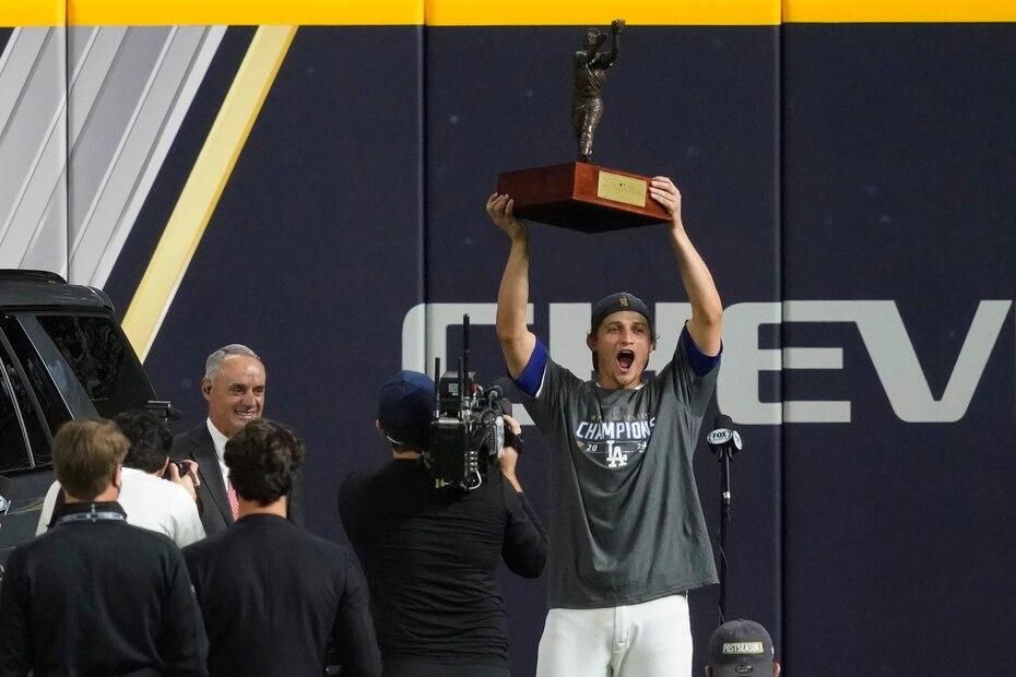 El campocorto Corey Seager fue nombrado Jugador Más Valioso de la Serie Mundial.