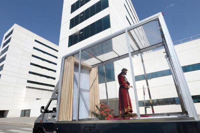Procesiones online, 'rompida' desde los balcones... La segunda Semana Santa atípica en España por la pandemia de la Covid
