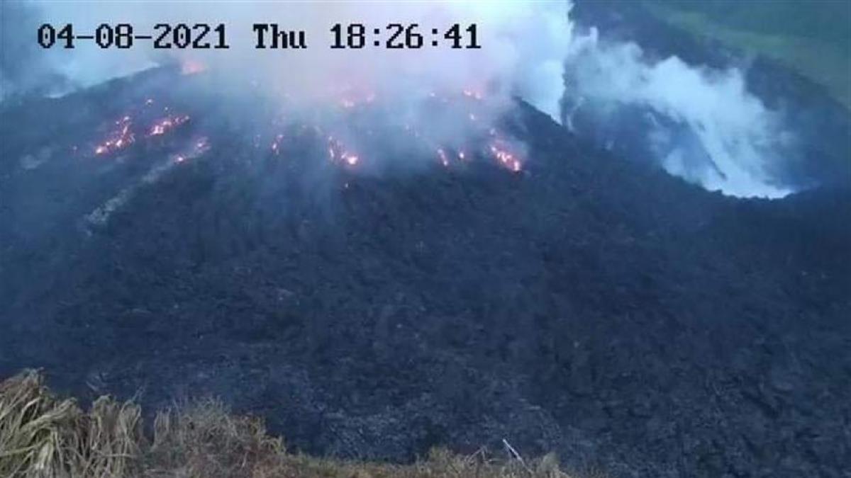 Ordenan evacuar parte de la isla caribeña de San Vicente por una posible gran erupción del volcán La Soufriere