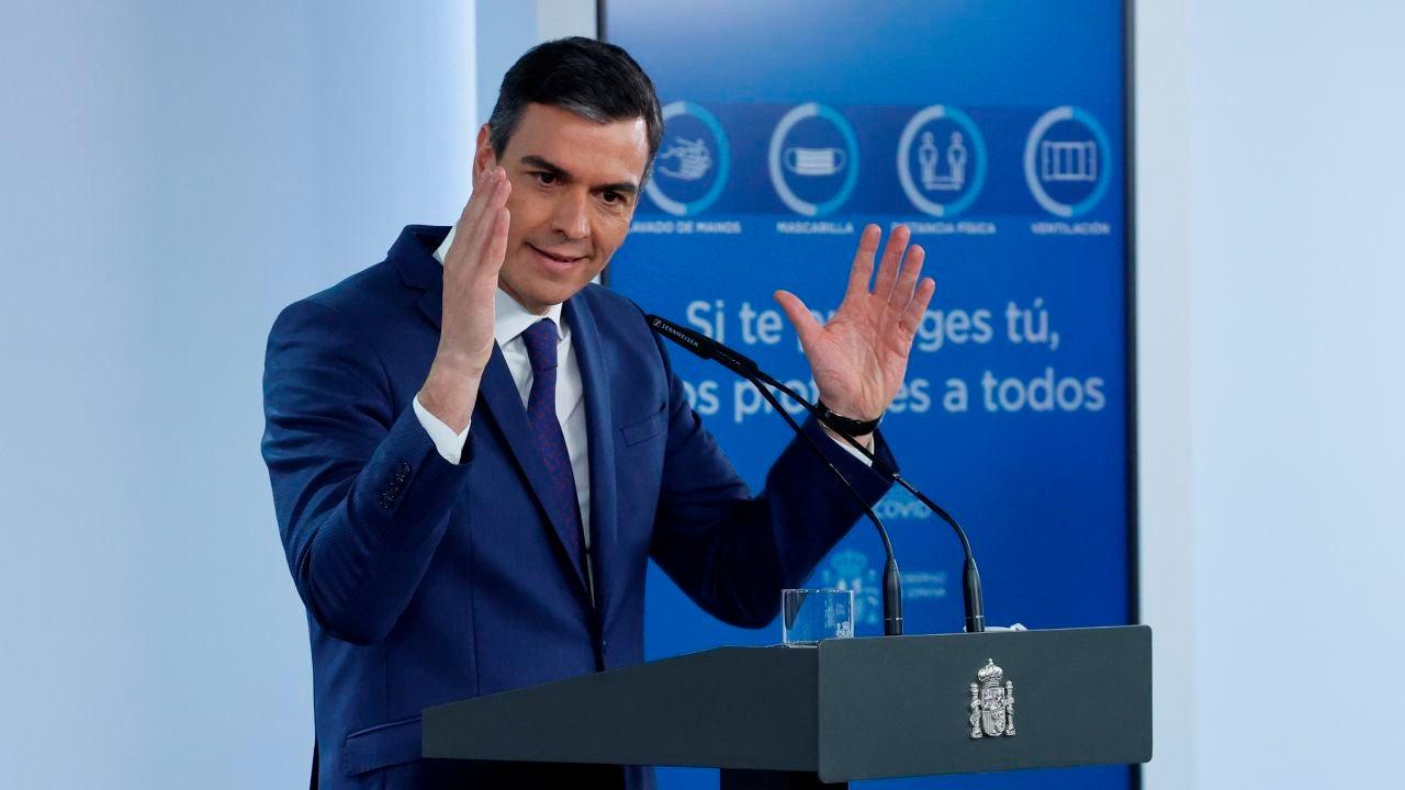El Gobierno ve factible haber vacunado al 70% de españoles en agosto pese al parón con AstraZeneca