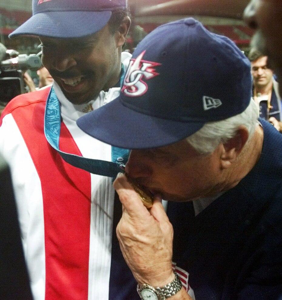 En 2000, Lasorda fue manager de la selección olímpica de Estados Unidos que ganó la medalla de oro en los Juegos de Sydney.