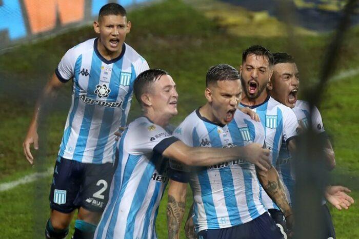 Racing – Independiente: de los cambios de Pizzi buscando ganar el partido a la incredulidad de todo el banco por el penal cobrado por Vigliano