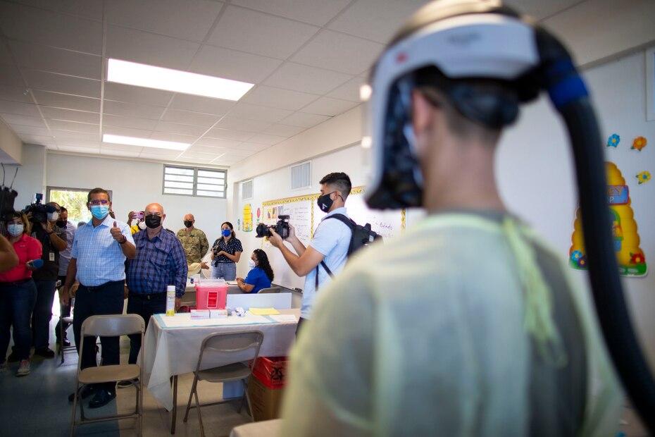 El proceso de vacunación estuvo a cargo de personal de la Guardia Nacional de Puerto Rico, en unión a empleados del Departamento de Salud.