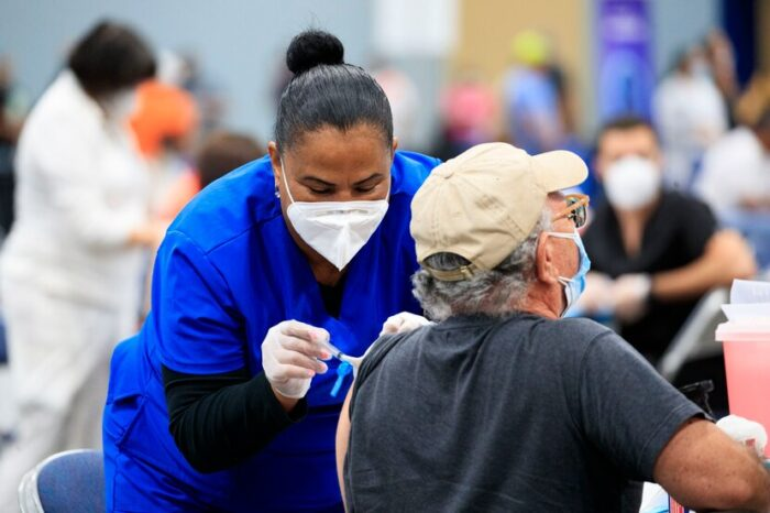 Salud reitera que las personas deben tener cita para acudir a vacunación masiva en el Centro de Convenciones