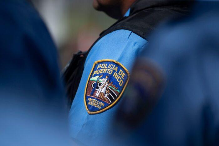 Investigan a un policía que insultó a un turista en Condado por un altoparlante