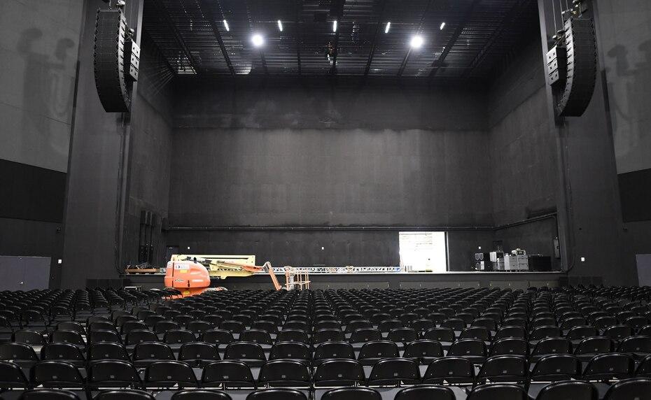 El montaje del espacio se adaptaría a cualquier tipo de evento como los conciertos, obras teatrales, desfiles de moda, entre otros.