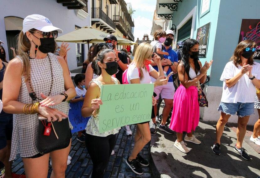 Protestan contra el cierre general de las escuelas ante alza en casos de COVID-19