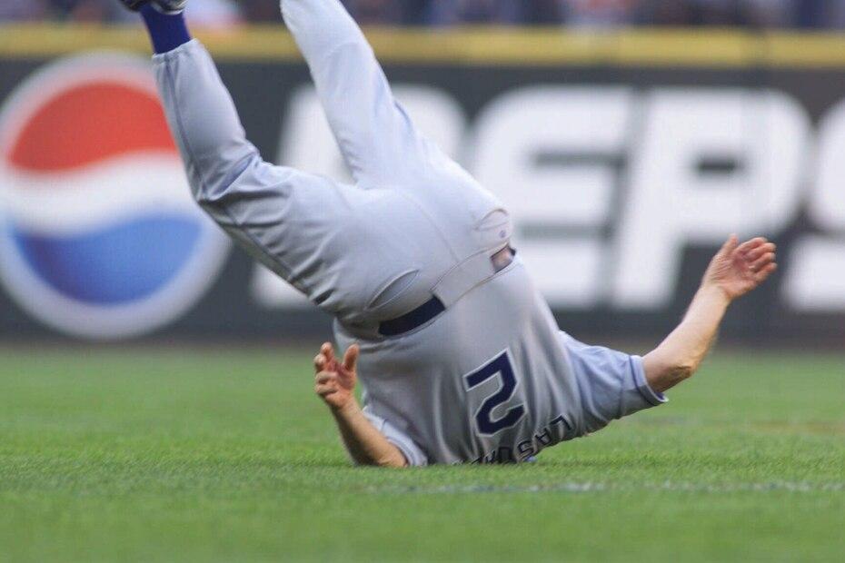 En 2001, Lasorda protagonizó una famosa caída al tratar de esquivar un bate escapado de las manos del dominicano Vladimir Guerrero en el Juego de Estrellas en el entonces Safeco Field de Seattle.