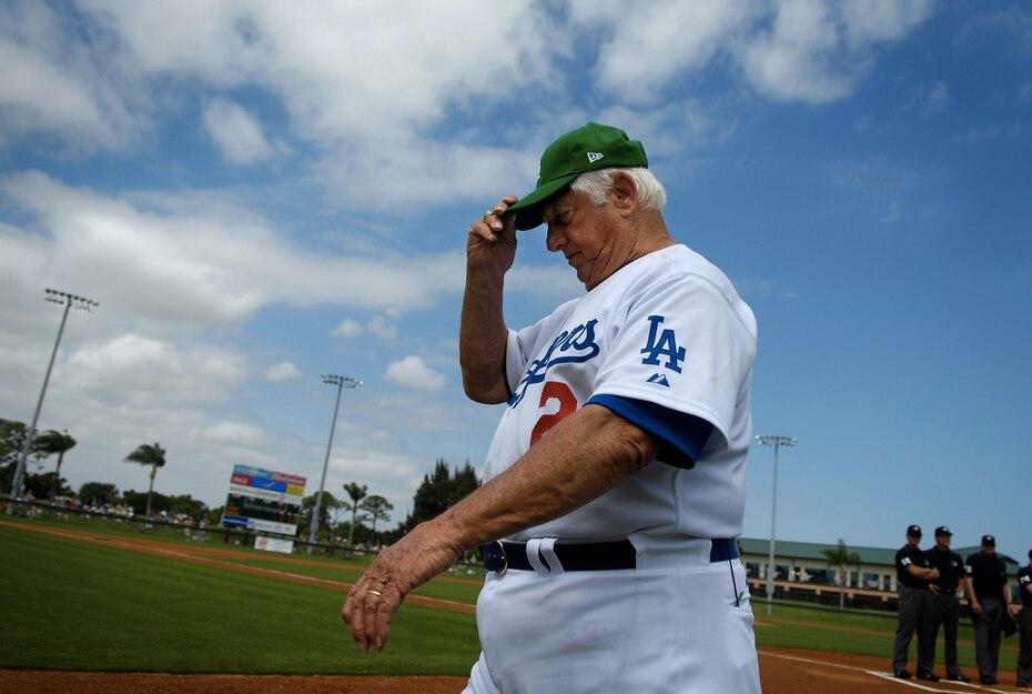Tommy Lasorda, legendario exdirigente de los Dodgers y miembro del Salón de la Fama, murió el 8 de enero de 2021 a los 93 años a causa de un paro cardiaco.