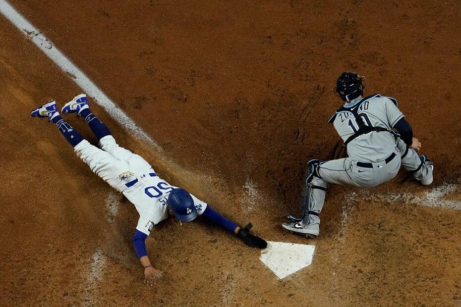 Un batazo al cuadro de Corey Seager impulsó a Betts al plato para los Dodgers tomar la delantera 2-1 en la sexta.