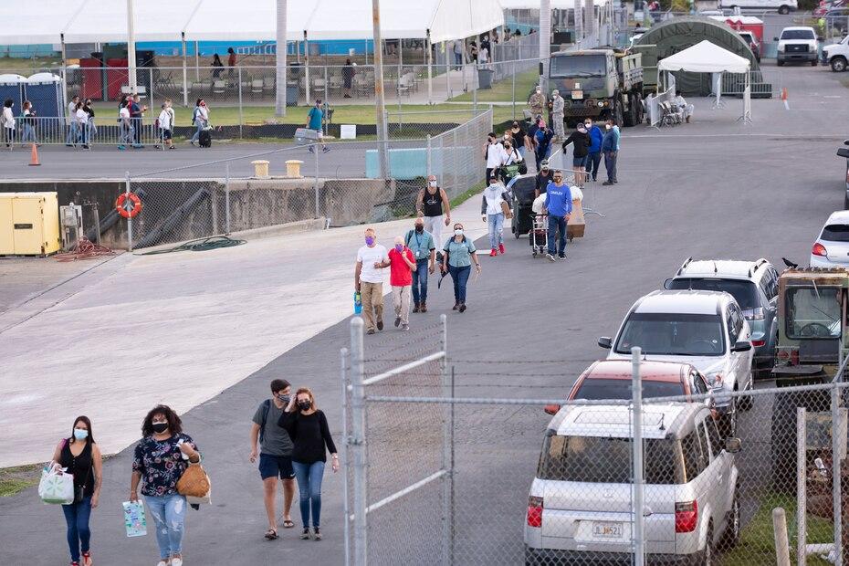 Residentes de Vieques, y grupos de turistas, llegaron temprano a Ceiba para tomar el ferry que los llevaría a la isla municipio.