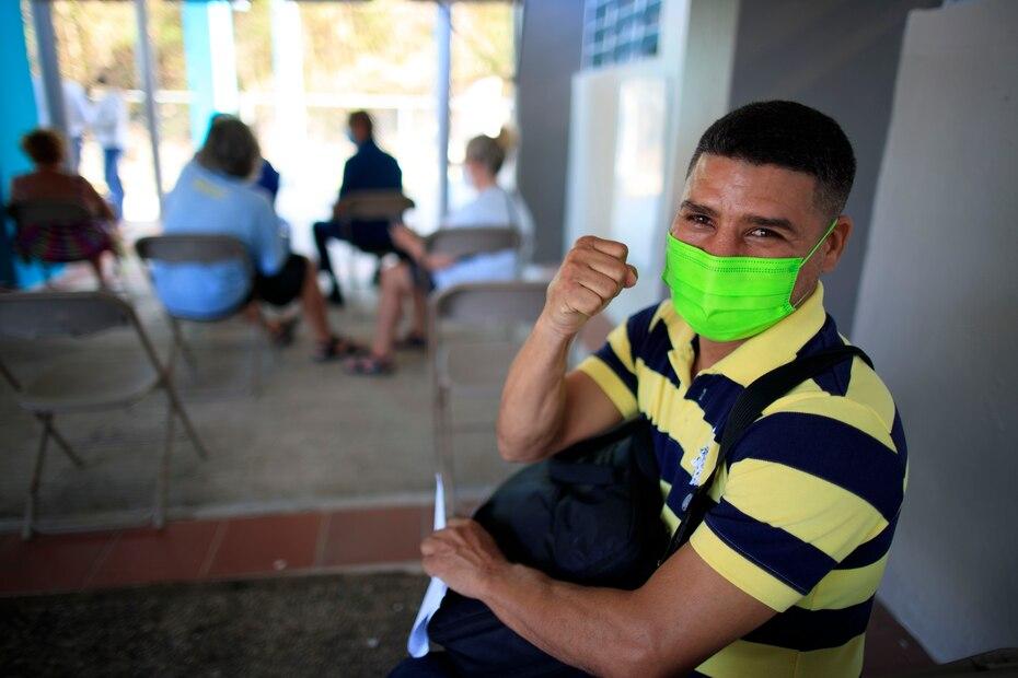 El excampeón junior mosca de la Organización Mundial de Boxeo (OMB) y viequense Nelson Dieppa dijo presente en la actividad de vacunación.