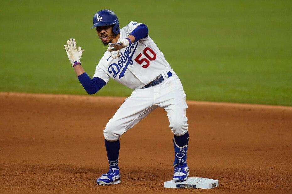 El guardabosques de los Dodgers Mookie Betts logró una extensión de $365 millones por 12 años en julio de 2020, la mayor en la historia. En valor total, al sumarse $27 millones que tenía asegurados, está segundo ($392 millones) detrás de Trout.