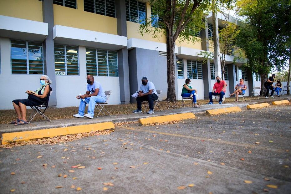 El ayudante general de la Guardia Nacional de Puerto Rico, el general José Reyes, indicó que, en Vieques, de los 1,800 ciudadanos elegibles para la vacunación, 1,096 han recibido las dos dosis de la vacuna. Mientras, a 400 solo se les ha administrado la primera dosificación.
