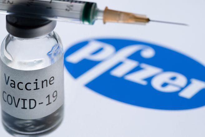 Vacunas de Pfizer y Moderna son 90% efectivas para prevenir infecciones de COVID-19