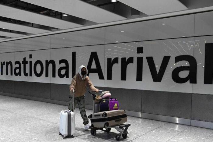 Reino Unido implanta un 'semáforo' para viajeros por la pandemia