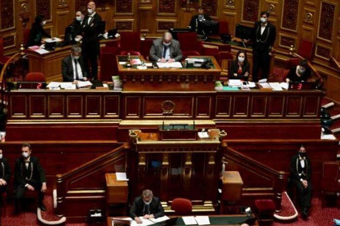 El Parlamento francés aprueba el confinamiento pese al boicot opositor
