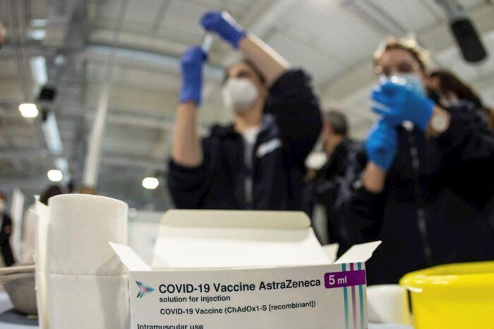Oxford detiene los ensayos con AstraZeneca en niños y adolescentes a la espera de datos sobre su seguridad