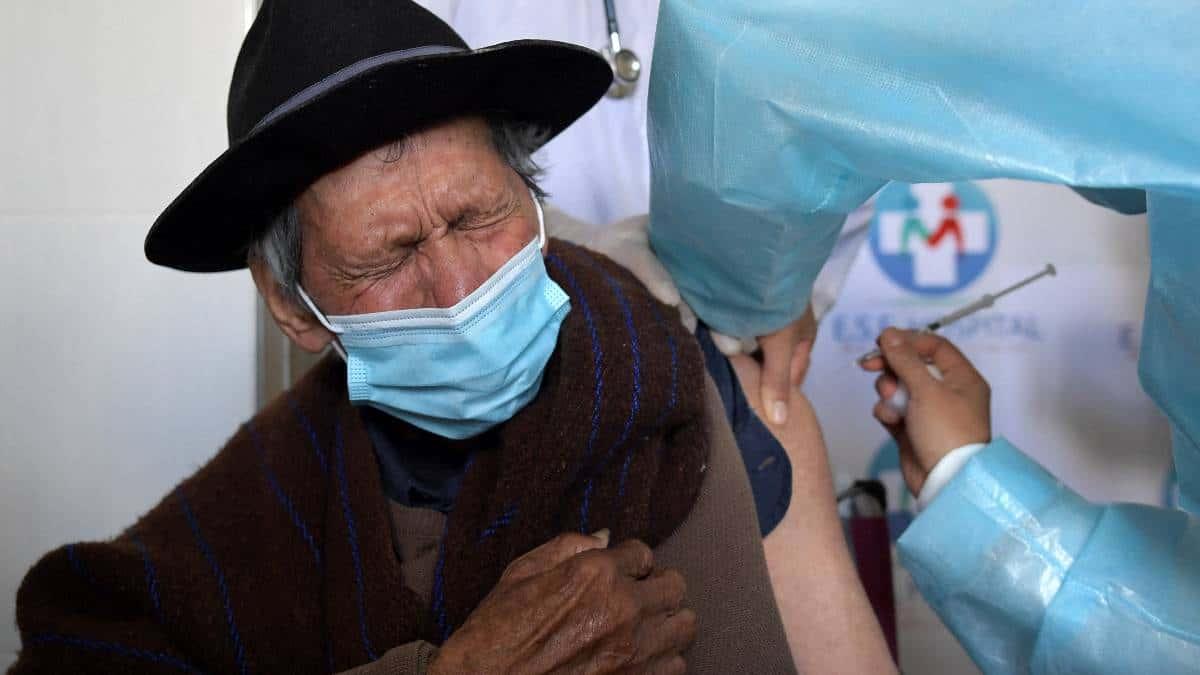 ¿Qué está pasando con la segunda dosis de la vacuna anticovid en Colombia?