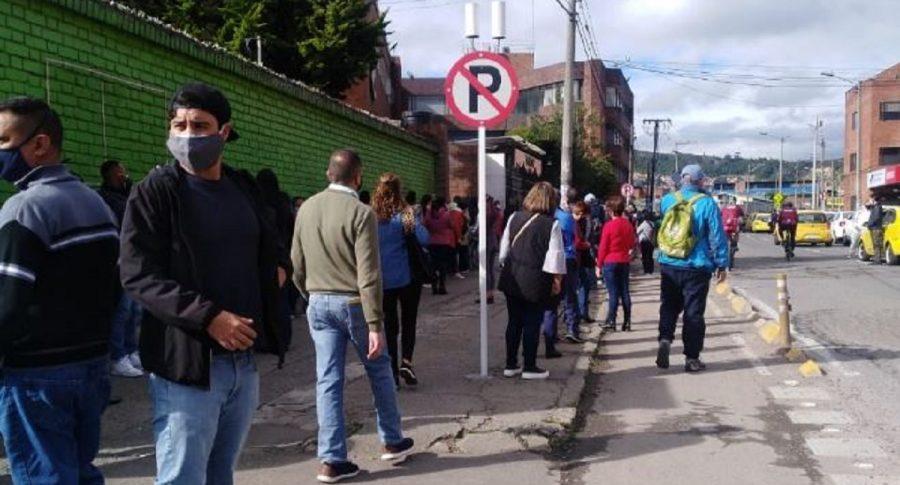 [Videos] Denuncian nuevas aglomeraciones y largas filas en puntos de vacunación, en Bogotá