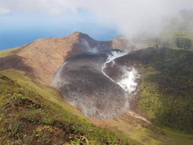 Efusiones de gas y líquido en el volcán La Soufrière, en San Vicente y las Granadinas.